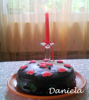 Daniela, bucatarie moldo-ardeleneasca: Tort cu 2 creme : ganache si de unt cu mure