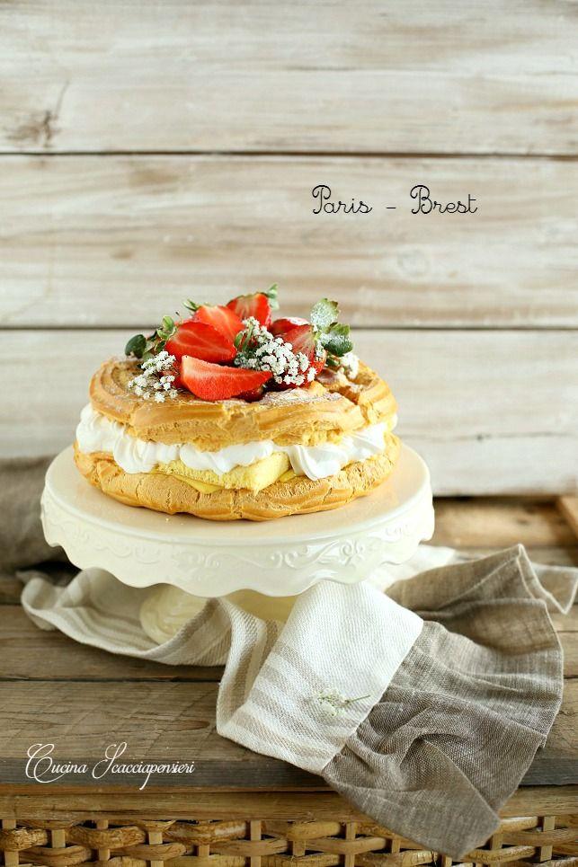 Di questo dolce so che fu stato inventato da un pasticcere francese in occasione della corsa ciclistica Parigi - Brest - Parigi, che la sua ...