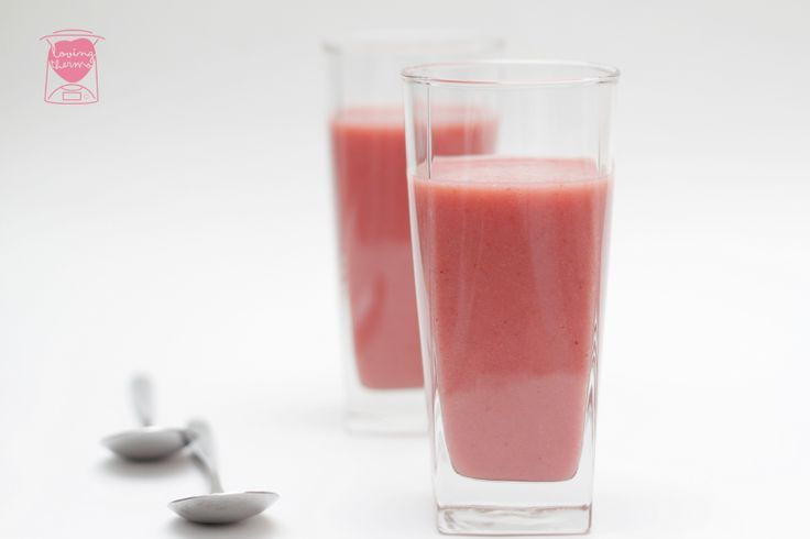Strawberry and Banana Smoothie - http://www.lovingthermo.com/strawberry-and-banana-smoothie/