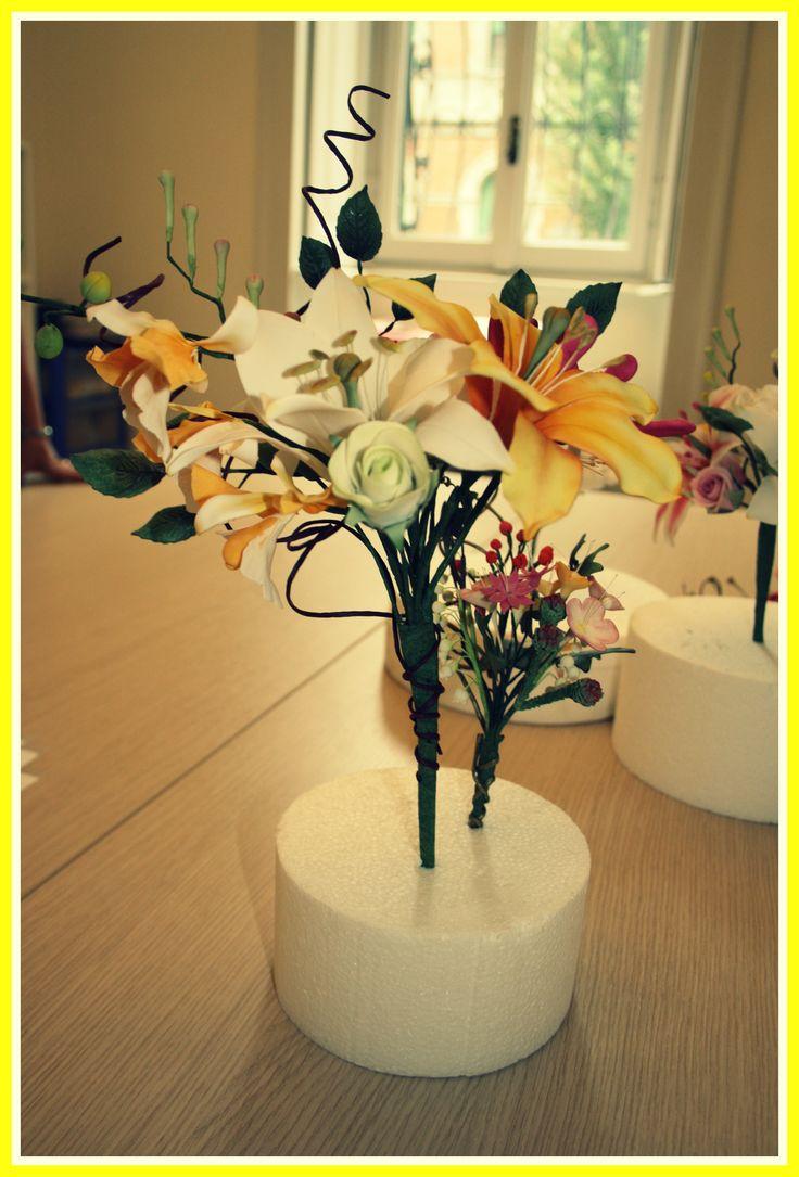 Il mio primo mazzo serio di fiori in pasta di zucchero:rose, lilium, giglio, garofani, orchidee, honey suckle