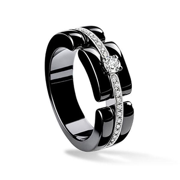 セラミックを使用した、モダンで革新的なデザイン *エンゲージリング 婚約指輪・シャネル*