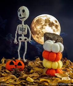 Knit a Skeleton for Halloween! The knitting pattern includes 5 pages of pictures and instructionswritten in Englishhow to knit t...