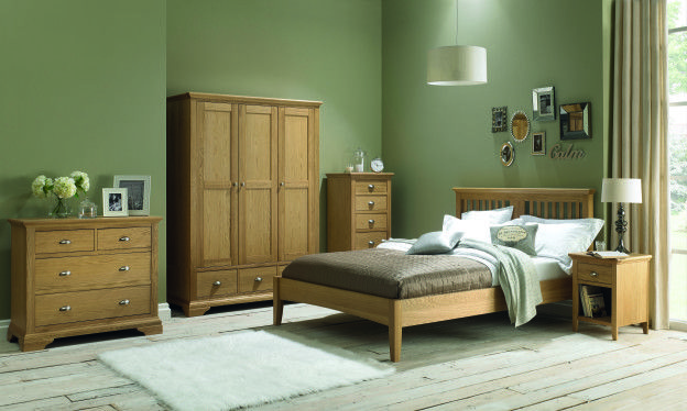 How to Create a Stylish Gallery Wall - bedrooms from Rodgers of York. #interiors