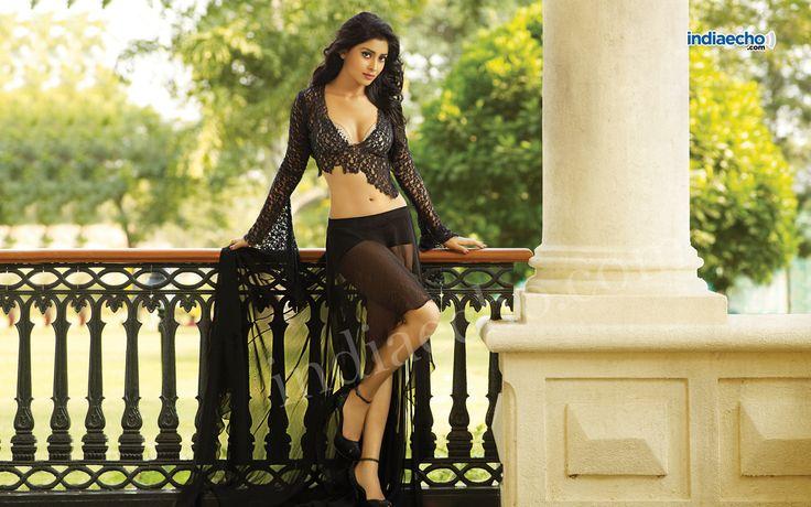 Shreya Saran hot CCL photoshoot pics