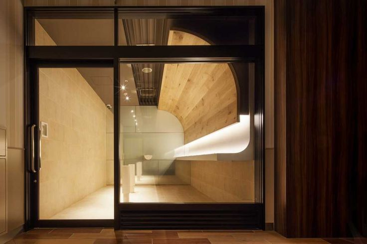 """In order to have clean air in the smoking room in the 1st and 4th floors in """"GRAND TREE MUSASHIKOSUGI"""", the complex shopping mall, we took 2 specific measures."""