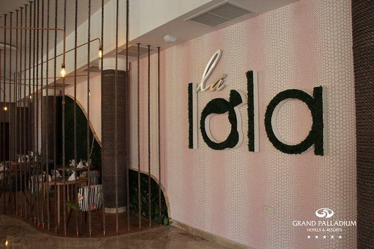 Descubre el espectacular restaurante La Lola dentro del Hotel Grand Palladium Riviera Maya con una decoración vanguardista y llena de esencia.