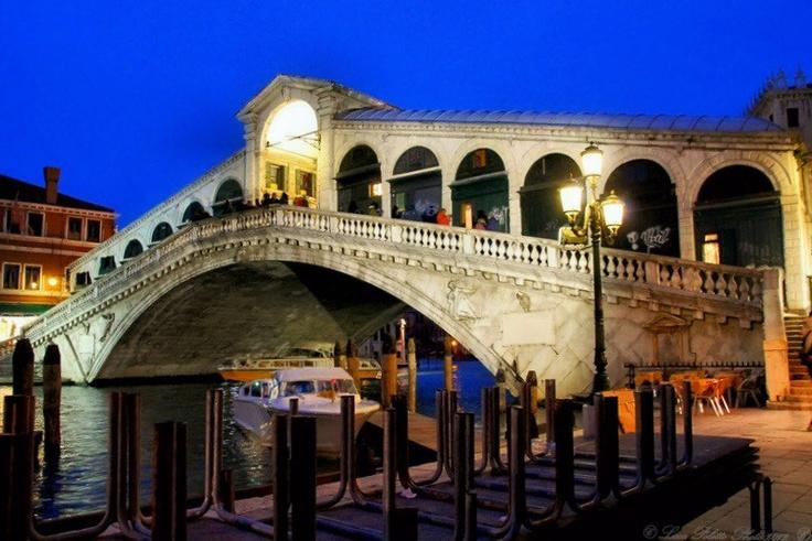 Ponte di Rialto, Venice, Italy (photo Luca Poletto via VeneziaToday)