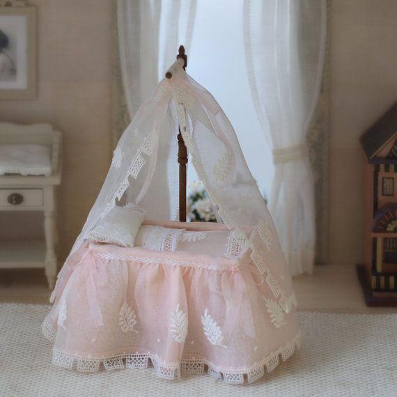 Cuna de bebé en miniatura escala 112. ÚNICA por MINIATURAFR en Etsy, €350.00