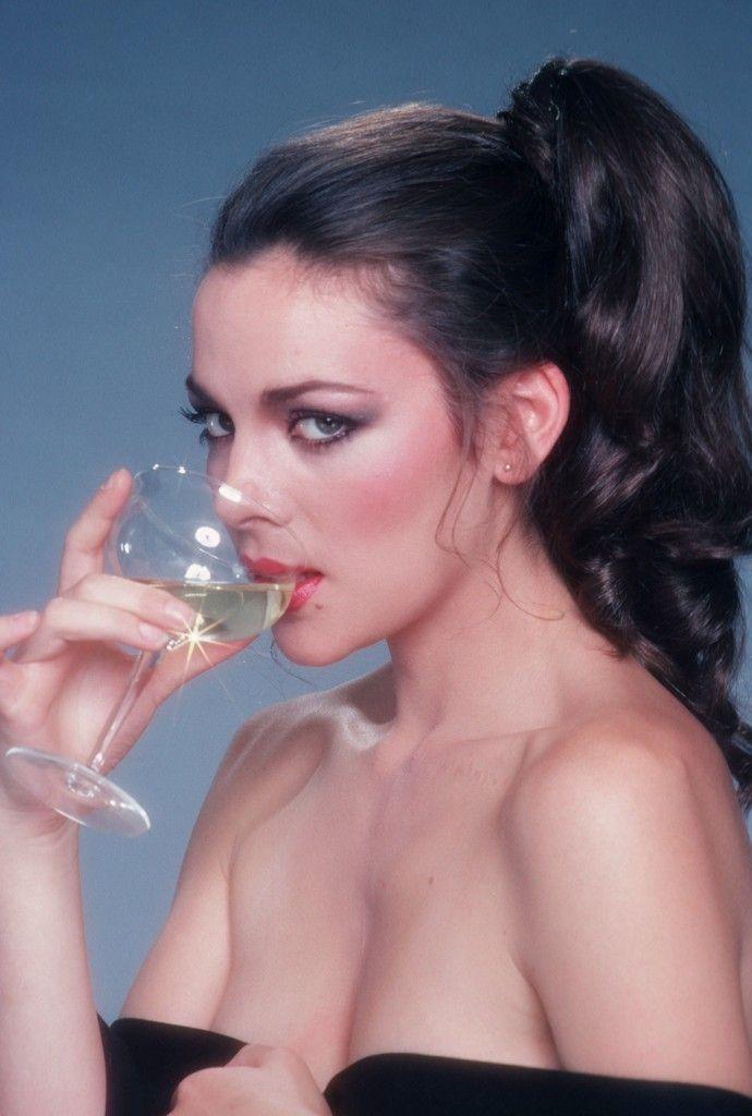 80s-90s-supermodels:  Kim Cattrall, late 70s