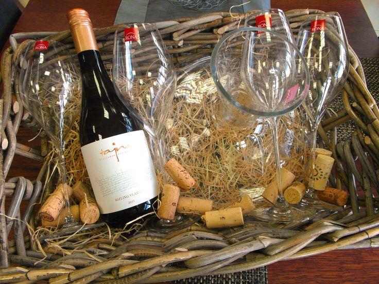 Vyrobíme vám exkluzívny darček ... www.vinopredaj.sk ...  Nápojové sklo RONA - Karafa a sada pohárov spolu s exkluzívnym vínom z butikového vinárstva Tajna.  #tajna   #vinotajna #vinarstvo #vino #wine #wein #vinarstvotajna #vineyards #winery #rona #napojovesklo #glassware #darcek #gift #dracekovy #kos #kosik #darcekovykosik #napojove #sklo #inmedio #vinoteka #wineshop #delishop #giftshop #karafa #caraffe #decanter #nice #glass