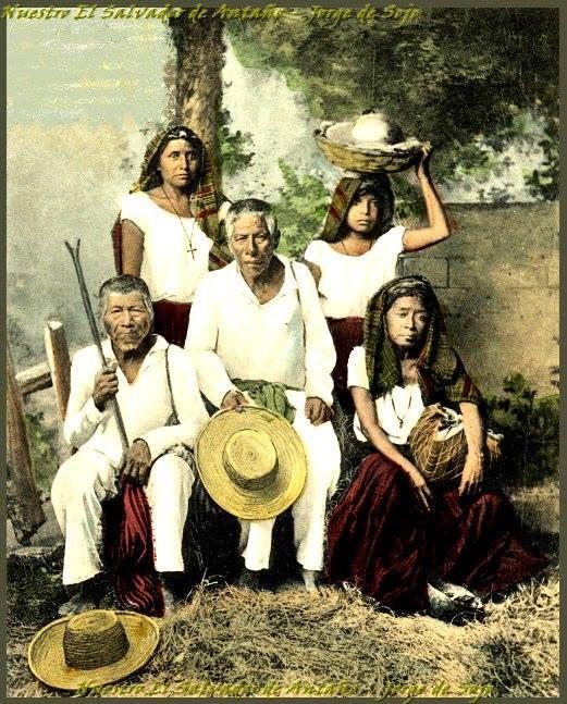"""Al llegar la conquista, los Españoles introducen su cultura y se hace que los indígenas se vistan """"a la española"""". Pasan de usar taparrabos, a utilizar camisas, pantalones, y más"""