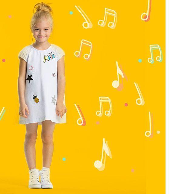 Романтичная и достойная короны, незабываемая и прекрасная - именно так себя чувствует героиня новой коллекции Silver Spoon Casual. 👸Коллекция под названием Summer Melody абсолютно соответствует своему названию - духом, настроением, гаммой и ощущением лёгкости, гармонии. Сочиняйте модную мелодию вашего лета вместе с нами!😃👭 #весналето2017_дети #детскаямода_весналето #красивоеплатье_дети #модадлядевочки #стильнаяодежда_дети #платье #цветочныйпринт #весна #весенняямода #детскийфэшн #длядочки…