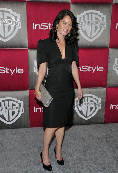 Robin Tunney Photos Photos - Actress Robin Tunney arrives at the InStyle/Warner Bros. after party for the 66th Annual Golden Globe Awards held at the Oasis Court at the Beverly Hilton Hotel on January 11, 2009 in Beverly Hills, California.  (Photo by Frazer Harrison/Getty Images) * Local Caption * Robin Tunney - InStyle/Warner Bros Golden Globes Party