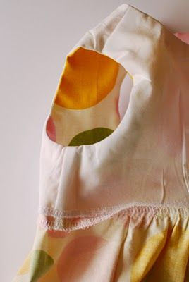 Very nice! Way to sew all-in-one facing to shirts and dresses... Good for a reversible dress!
