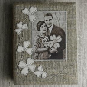 Photo album cover sewn from linen with leaf appliques and an old photograph. #linen #album #Abonda