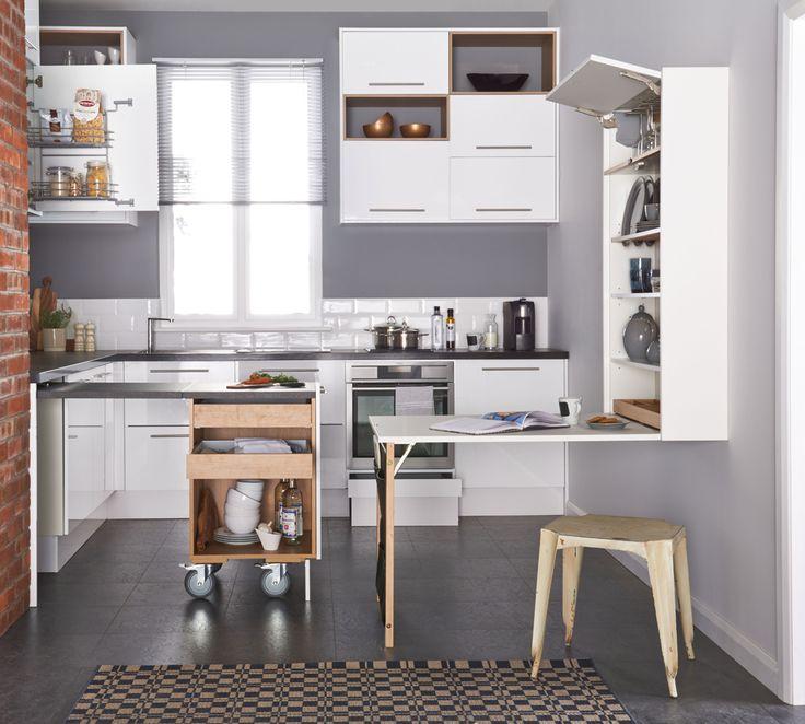 Pieneen keittiöön luodaan lisätilaa uusilla Petra-keittiöiden innovaatioilla. Plussa- ja Klaffikaapeissa on paljon säilytystilaa ja tarvittaessa työ- ja ruokailutasot. | Petra-keittiöt | #size0kitchen
