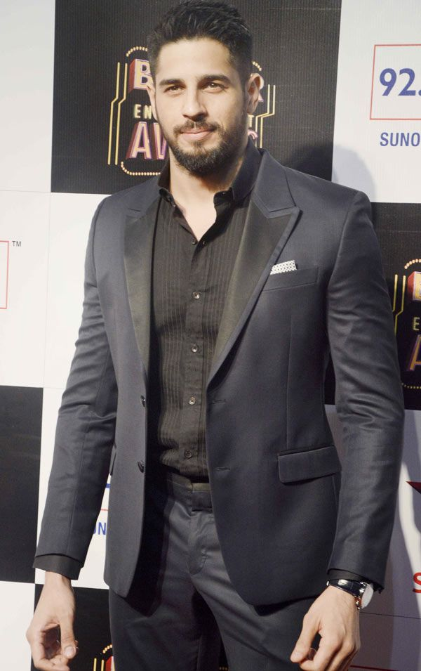 Sidharth Malhotra : Photos: Salman Khan, Amitabh Bachchan at a major awards…