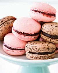 Raspberry Macarons // More Great French Desserts: http://fandw.me/Na6