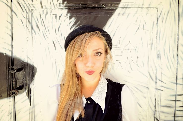 Chic Adicta, blogger de moda, fashionista, cute girl, pretty girl, Madrid fashion bloggers, black and white look, moda otoño, ootd, fall outfit, black hat, trends autumn, Piensa en Chic www.PiensaenChic.com