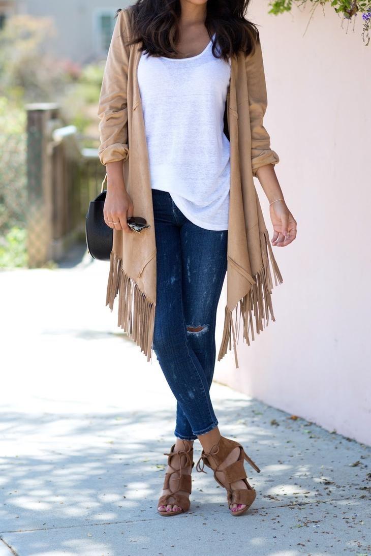 Этот вид одежды можно использовать как обычную накидку или с помощью пары манипуляций превратить его в куртку