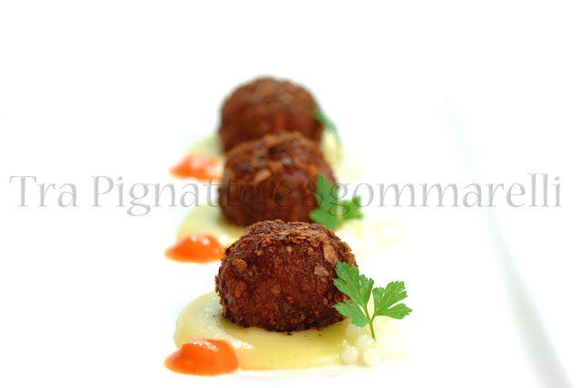 Le mie ricette - Finte polpette di tonno al profumo di arancia e liquerizia, con crema di patate, crema di peperone rosso e caviale d'aglio | Tra Pignatte e Sgommarelli