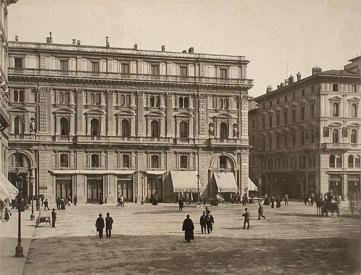 1900: Piazza della Repubblica, pretty the same as today! Note that Colonna dell'Abbondanza is not there! Where is it?