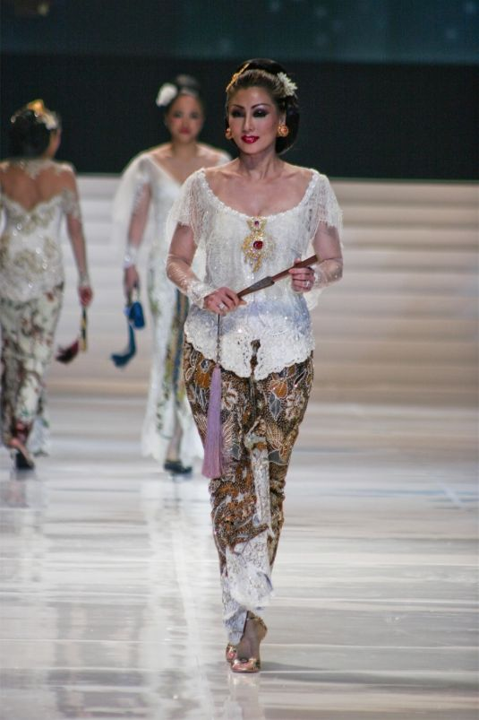 White Kebaya by Anne Avantie | Indonesia