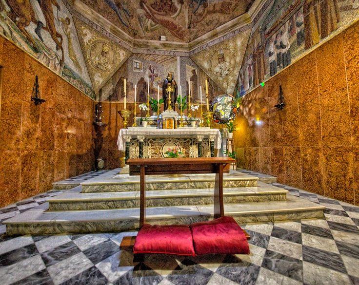 Dentro la Chiesa di Sant'Ignazio da Laconi