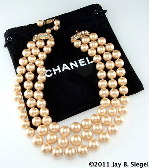 ChanelRhinestonePearlNecklace.