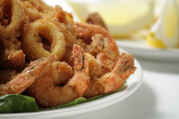 Semplice, in pastella o al forno diversi modi per capire come realizzare una perfetta frittura di pesce adatta a tutti i gusti.  Piatto estivo adatto a tutti: per grandi e piccini.