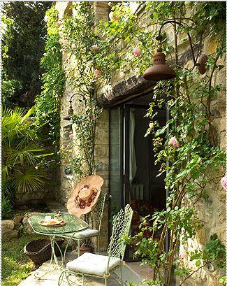 Palm in the cornerGreen Home, Secret Gardens, Summer Day, Peace Gardens, Gardens Design Ideas, Climbing Rose, Mornings Coffee, Places, Patios