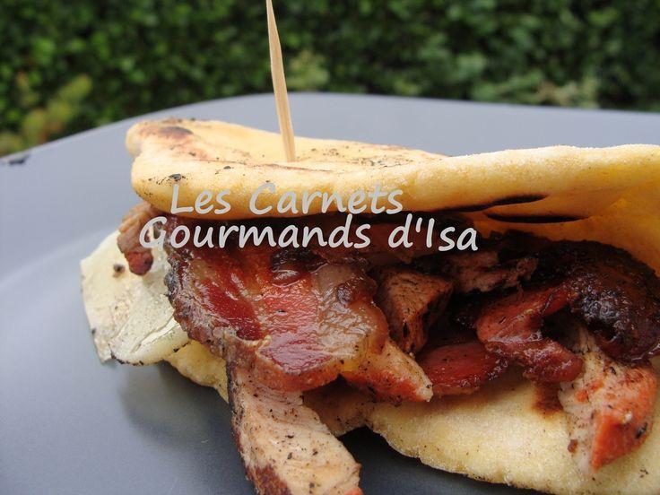 Le taloa est LA GALETTE du Pays Basque. Elle se déguste en toute occasion, agrémenté de lomo, de jambon de bayonne, de ventrèche, de chistorra, de fromage, de piments doux. On la retrouve souvent dans les fêtes de village, dans les casse-croûtes des chasseurs,...