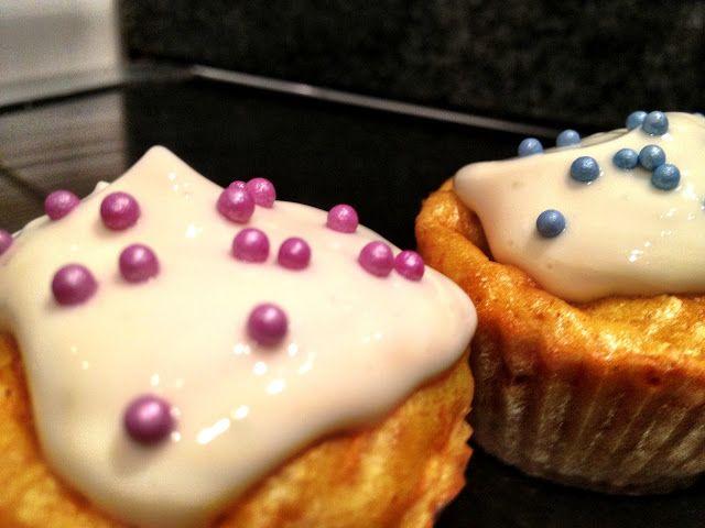 Gulerodsmuffins med cream cheese inde i midten | Thefoodie.dk