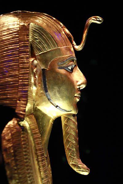 eqipto - Máscara mortuária do rei Psusennes 1º, que governou durante a 21ª dinastia.