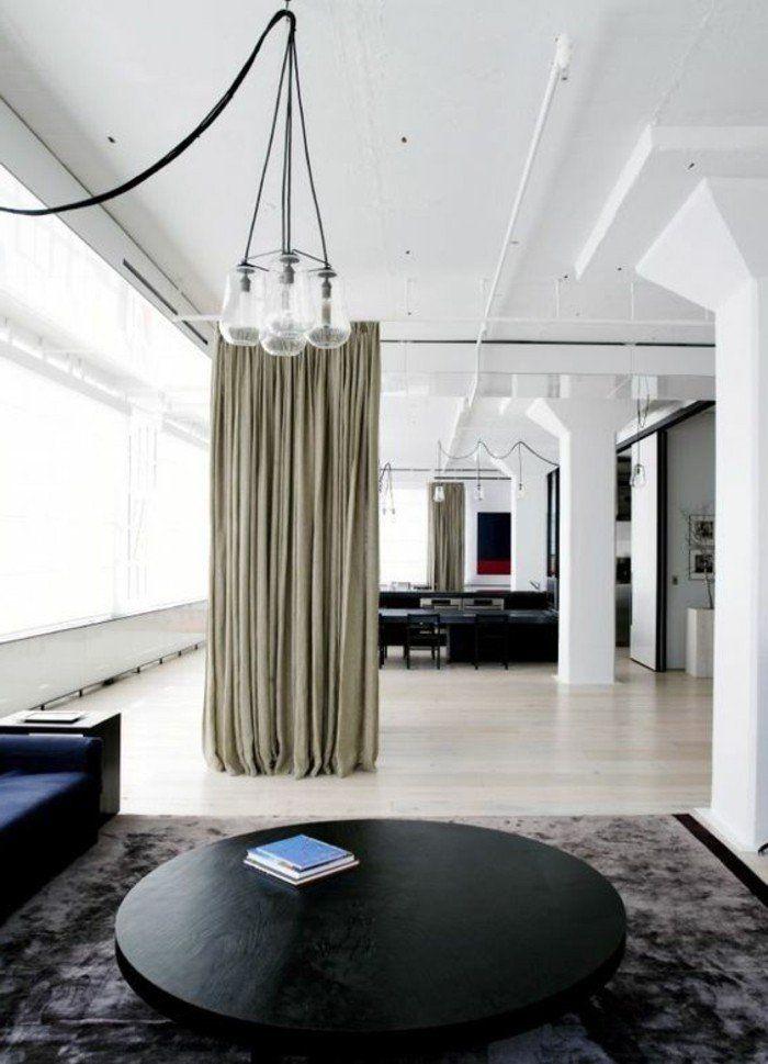 rideaux longs beiges pour séparer les différentes pièces d'un appartement