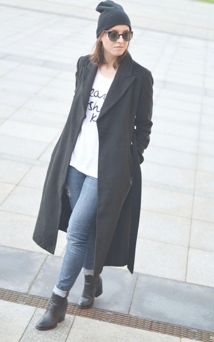 black coat t-shirt streetstyle www.letthemwear.com