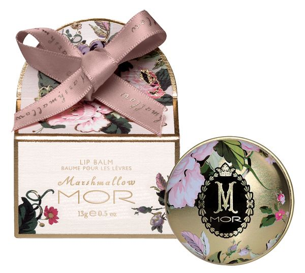 A floral tin of soothing Marshmallow Lip Balm enriched with Jojoba Seed Oil and Cocoa Butter to nourish and protect dry lips, whilst creating a sheer wash of colour and shine. The round tin housing the balm is also printed with the same floral pattern, this time revealing gold tin and completed with the MOR Marshmallow insignia on the front.