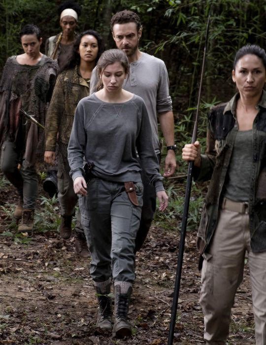 Enid and Aaron in The Walking Dead Season 8 Episode 10 | The Lost and the Plunderers
