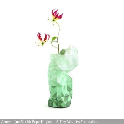 Die Vasenhülle Von Pepe Heykoop Wird Im Rahmen Der Tiny Miracles Foundation  In Indien Produziert.