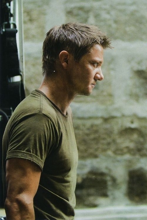 Jeremy Renner in the Bourne Legacy. He is seriously so hot in this movie