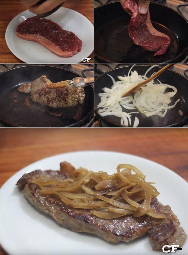 Um bife acebolado suculento. | 15 pratos que você precisa saber cozinhar se tem vergonha na cara