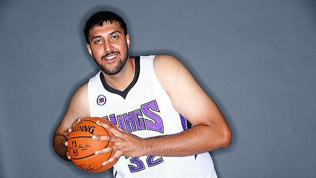 Sim Bhullar's coming to the Sacramento Kings, and that's a pretty big deal