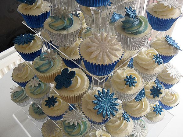 White and royal blue wedding Cupcakes would be pretty with ...