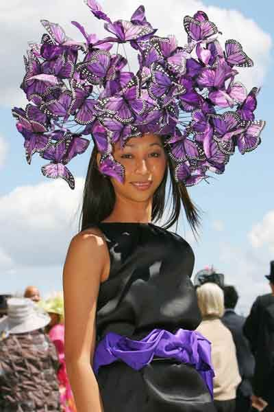 This would look great with a floral dress with just a hint of purple. Royal Ascot hat by designer Phillip Treacy (photo: ©AFP/Getty Images)
