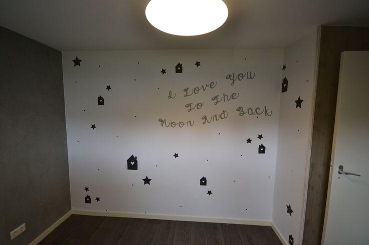 Behang ontworpen door #bythimble voor in de kinderkamer. ' i love you to the moon and back'. Ook je eigen behang ontwerpen? neem vrijblijvend contact op met artidecco of kijk op www.dbprojecten.nl of www.artidecco.nl. #artidecco #kidsroom #bedroom #wallpaper #stars #walldesign #wallcovering #wall #design #print #love #kinderkamer #slaapkamer #grijs #sterren #behang #design #interieur #styling #home