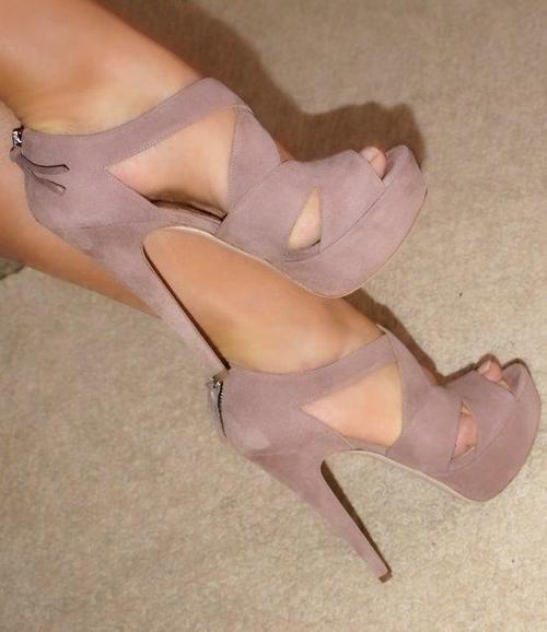 I admit a nice pair if stilettos make me feel happppppyyyyyyy.....                                                                                                                                                      More