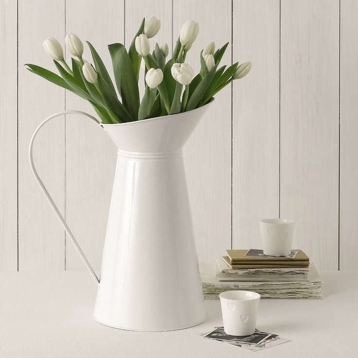 These Timeless Favourites Are Loved Season After Season For Their Classic Style Quality And Unbeatable Value Fantastic For Taller Flowers Such As Lilies