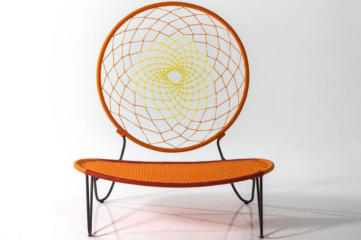 De Tord Boontje para a Moroso, a cadeira Senegal-O tira partido das possibilidades de tecer à mão uma simples padronagem. A ideia feio de um presente que o designer recebeu no aniversário, feito por sua filha Evie.