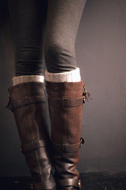 Dark grey leggings paired w brown boots.