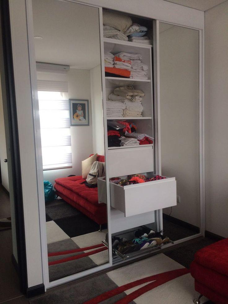 Cuerpo central - Closet con tres puerta-espejo deslizantes